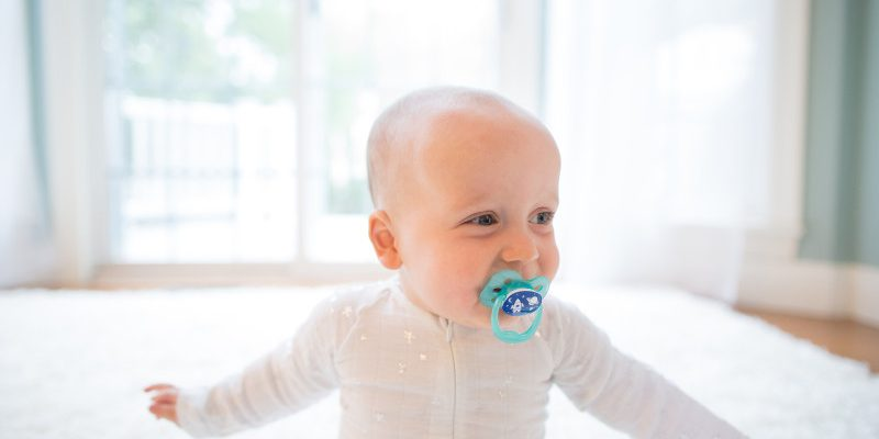 Lifestyle_Advantage_Pacifier_Stage_1_Blue_O16A5197