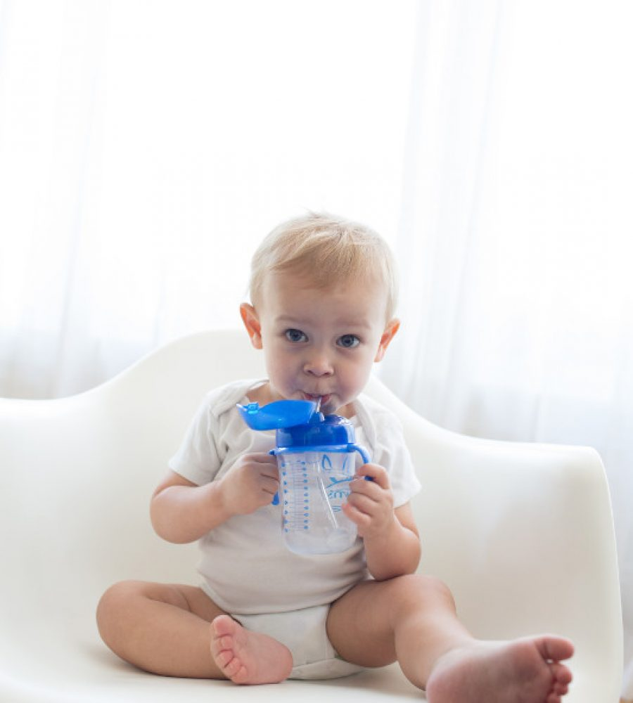 Lifestyle_Babys_First_Straw_Cup_Blue_O16A7073