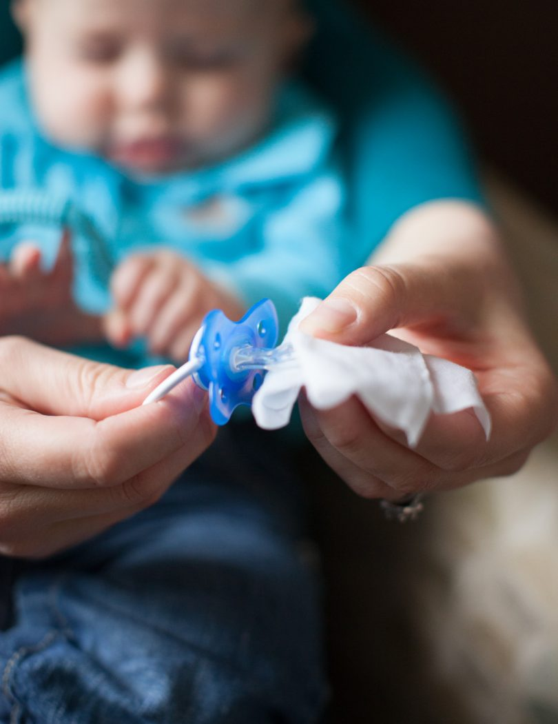 Lifestyle_Wipes_Pacifier_and_Bottle_IMG_0928