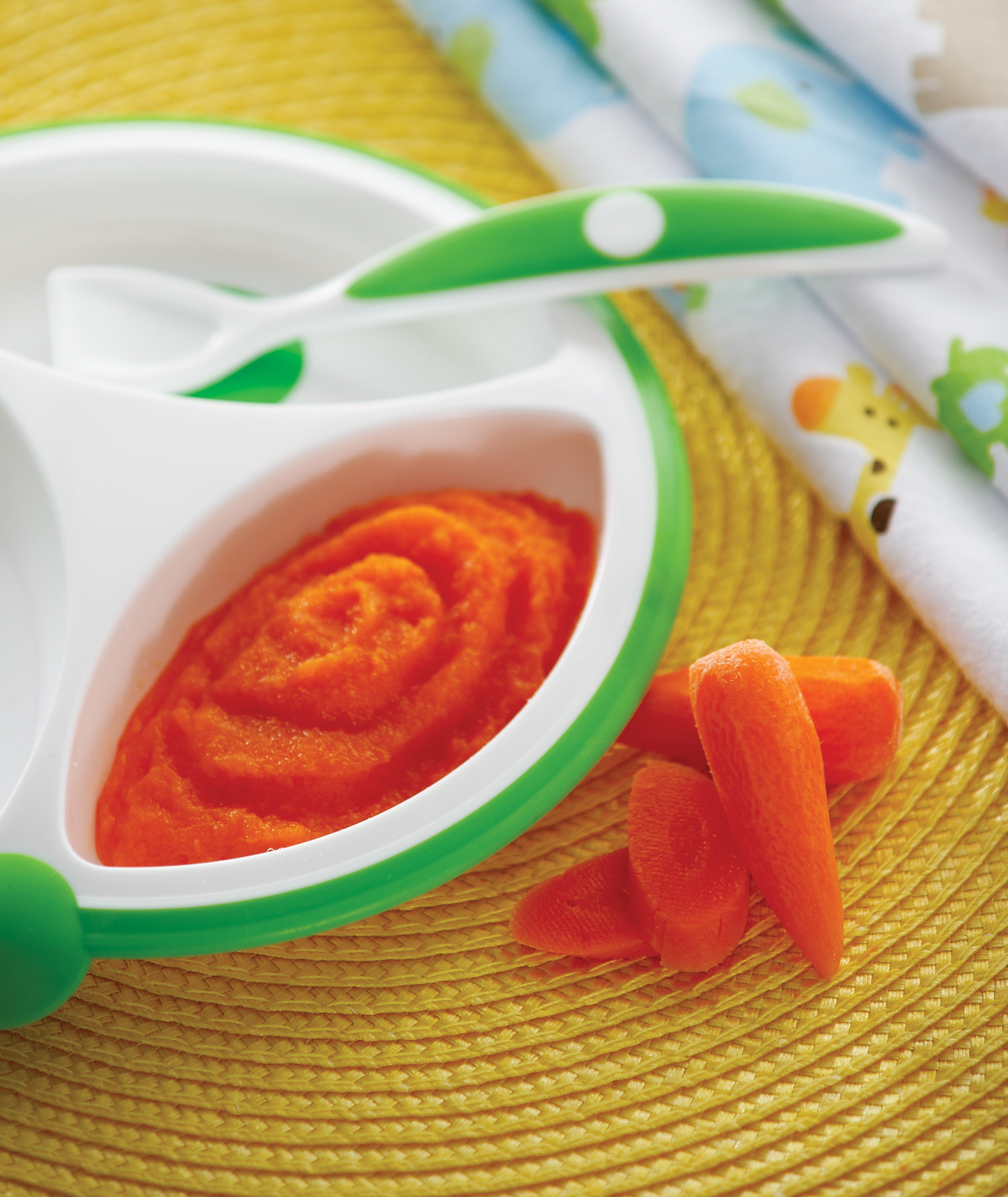 Lifestyle_Solid_Feeding_Plate_Spoon_Carrot_Puree