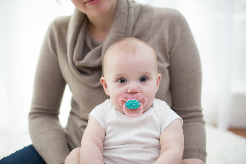 Lifestyle_Advantage_Pacifier_Stage_2_Pink_O16A6314