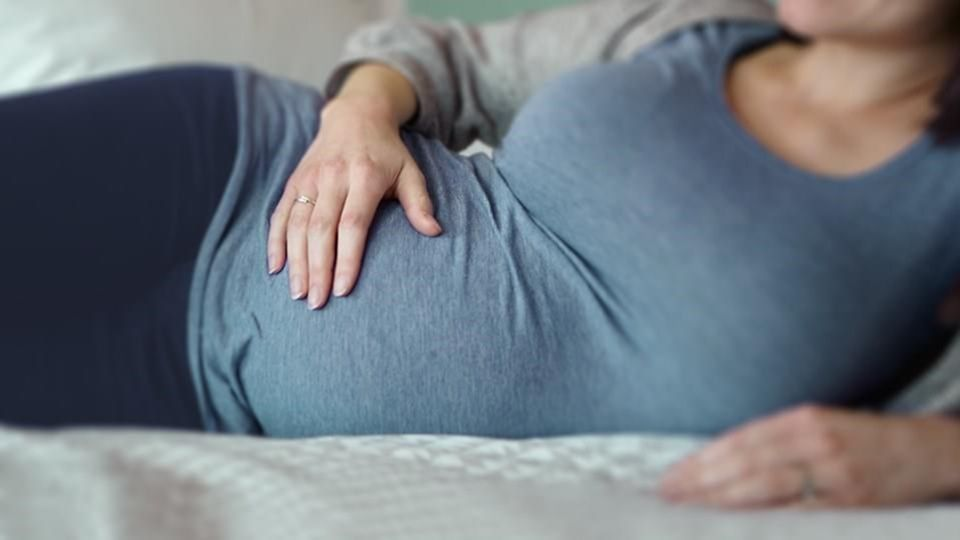 pregnant-woman-lying-on-her-side