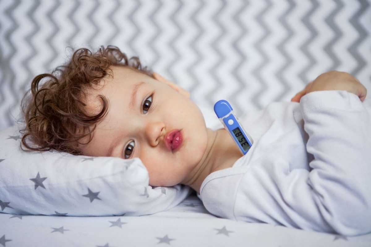 Jangan Panik Pahami Dulu Penyebab dan Penanganan Demam pada Bayi
