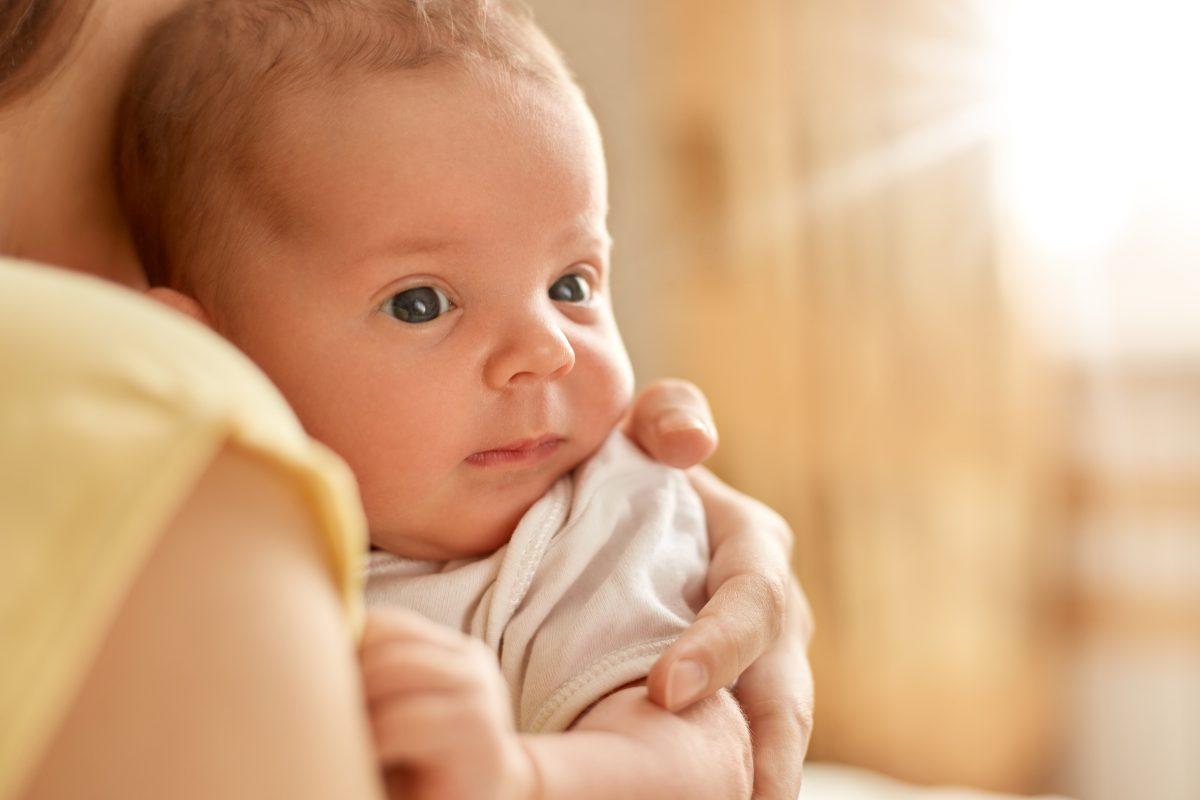 Perlukah Menjemur Bayi? Orang Tua Baru Wajib Tahu