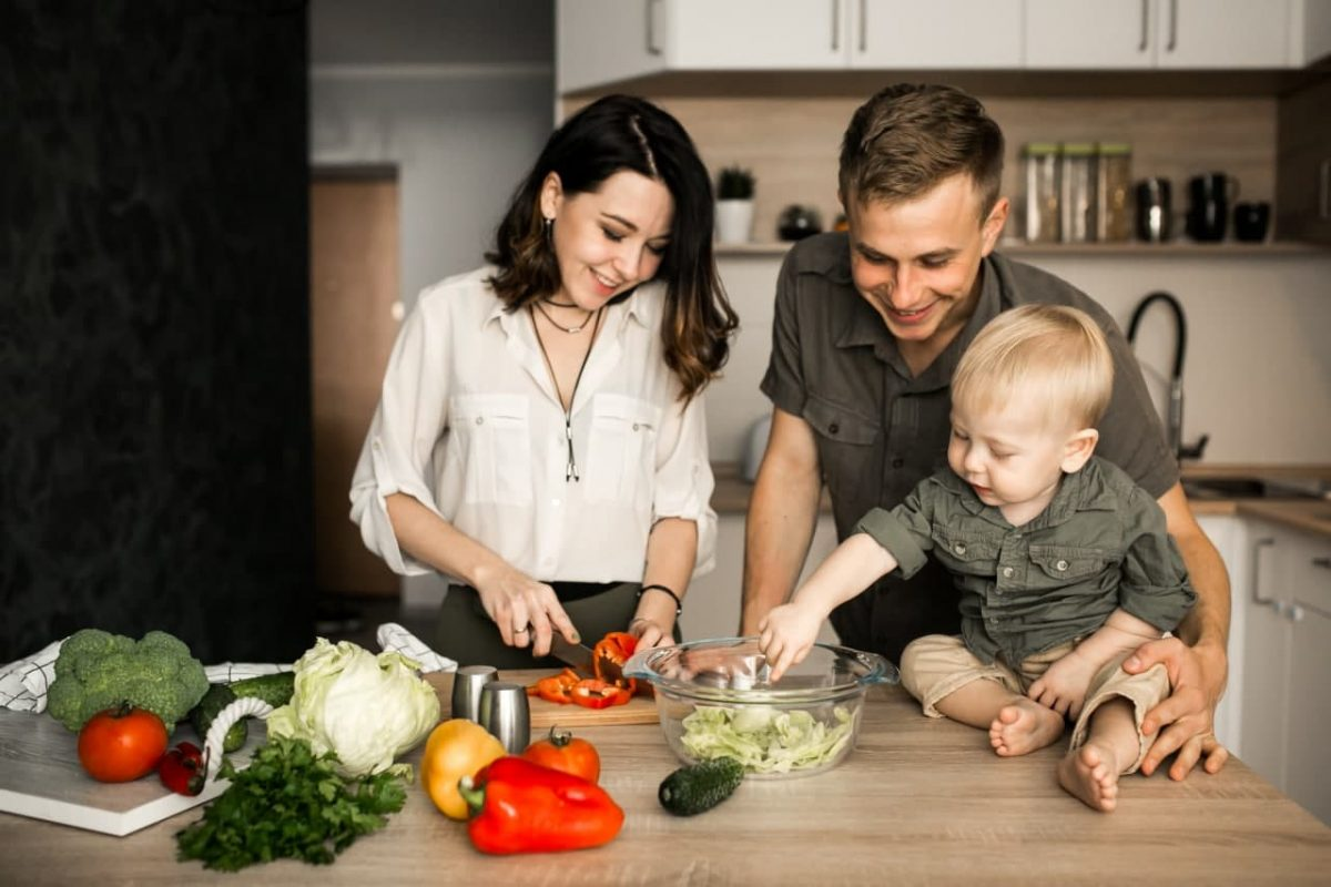Variasi Makanan Bayi 1 Tahun, Moms Wajib Tahu!